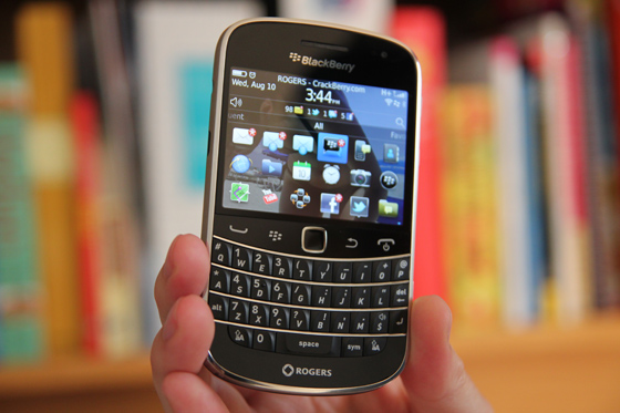 The BlackBerry Bold 9900 makes its way to China