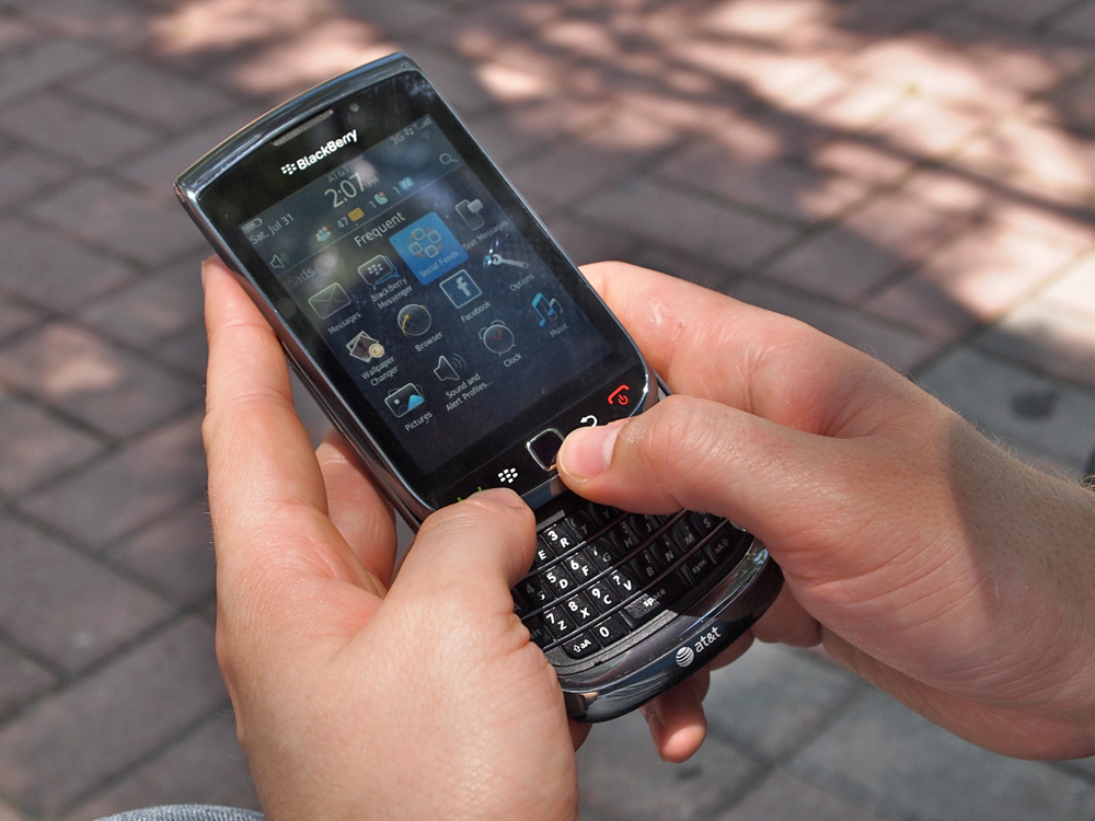 BlackBerry Torch support - Downloading an app. - Three