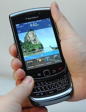 BlackBerry Torch or BlackBerry Bold?