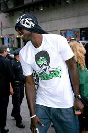 Kevin Garnett is a BlackBerry User