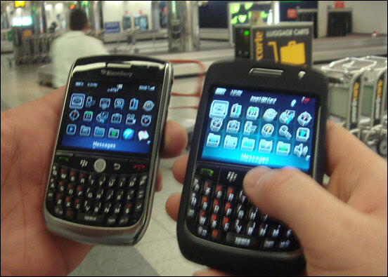 BlackBerry 8900 Curves (Javelins) at the Airport!