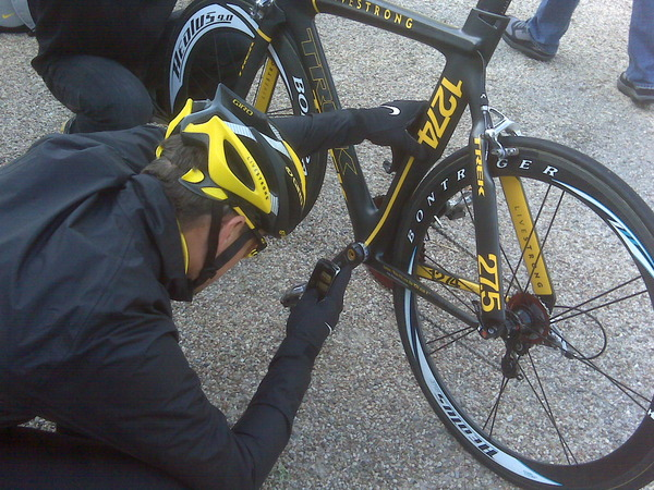 Lance Armstrong taking a pic with his BlackBerry Storm