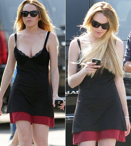 Lindsay Lohan Sporting the BlackBerry Bold!