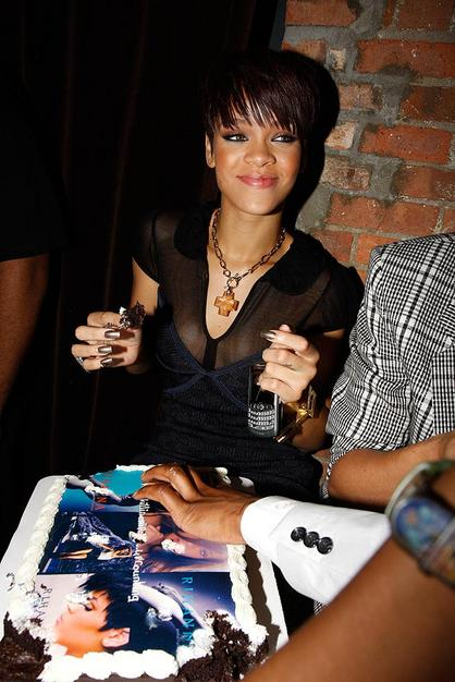 Rihanna is a BlackBerry User!