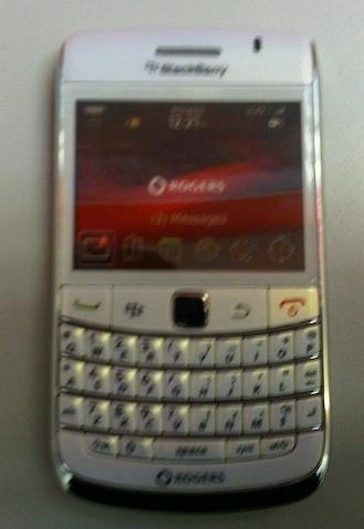 Rogers White BlackBerry Bold 9700