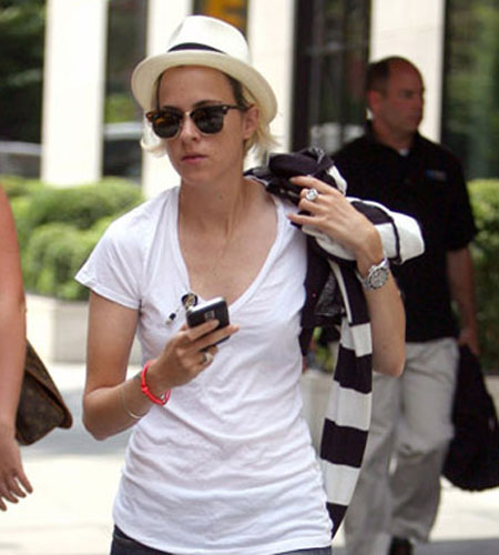 Samantha Ronson gets a BlackBerry Bold!