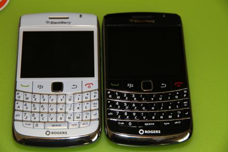 White BlackBerry Bold 9700