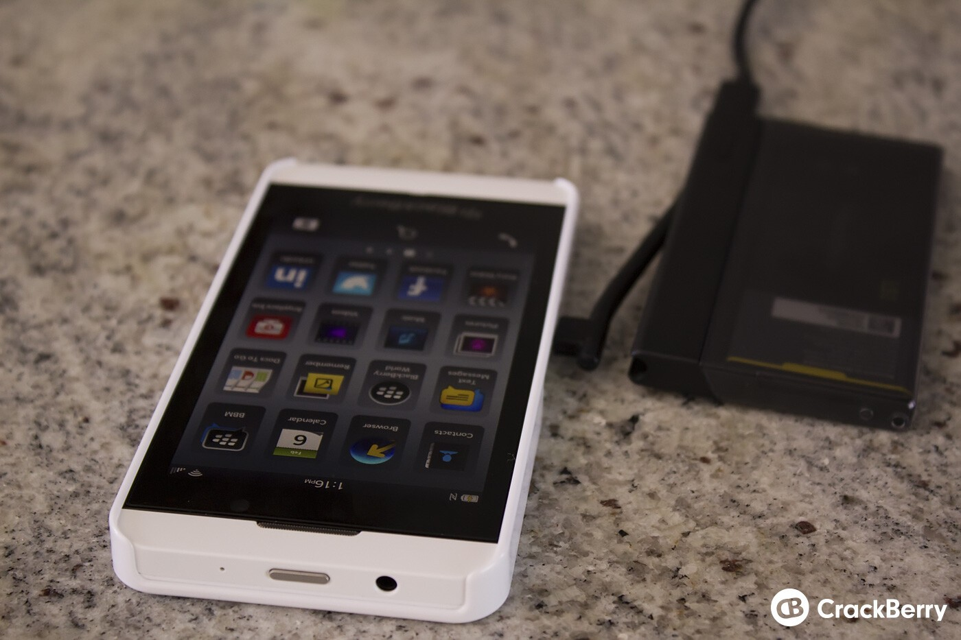 Charging the Z10 and the external spare battery at the same time