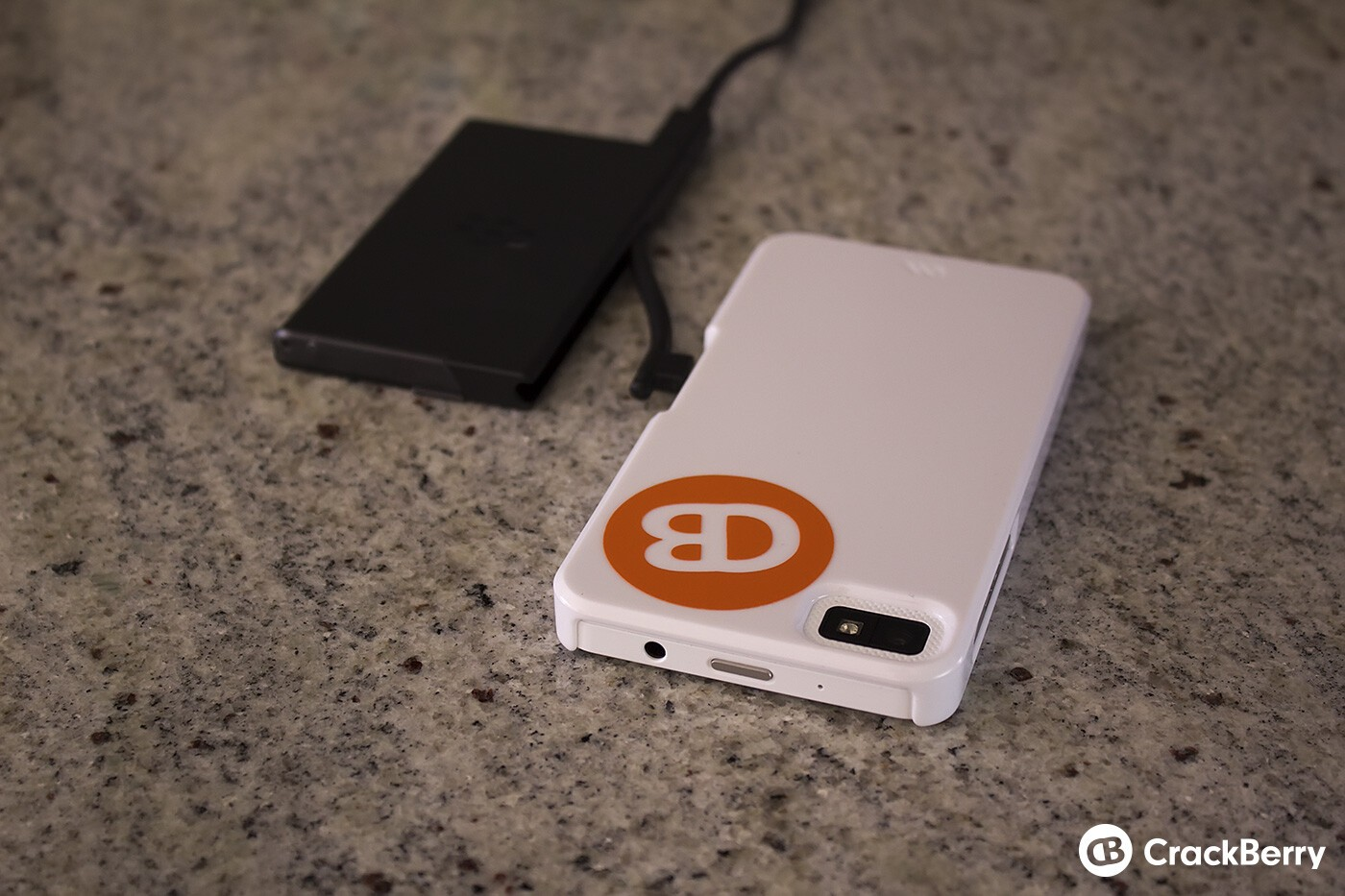 Charging the Z10 and the external spare battery at the same time (CB sticker not included)