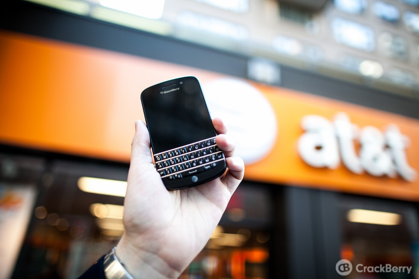 AT&T rolls out unlimited international messaging for texts, pictures, and video