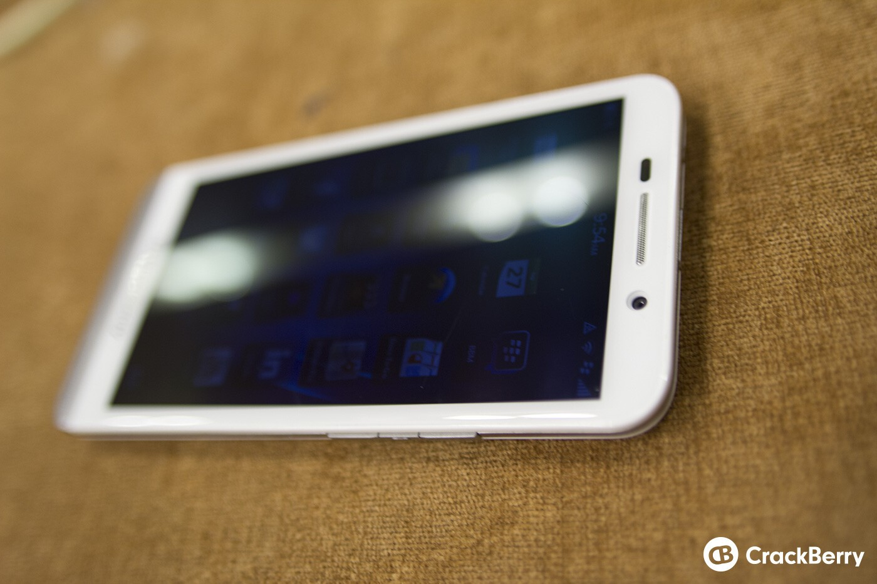 White BlackBerry Z30