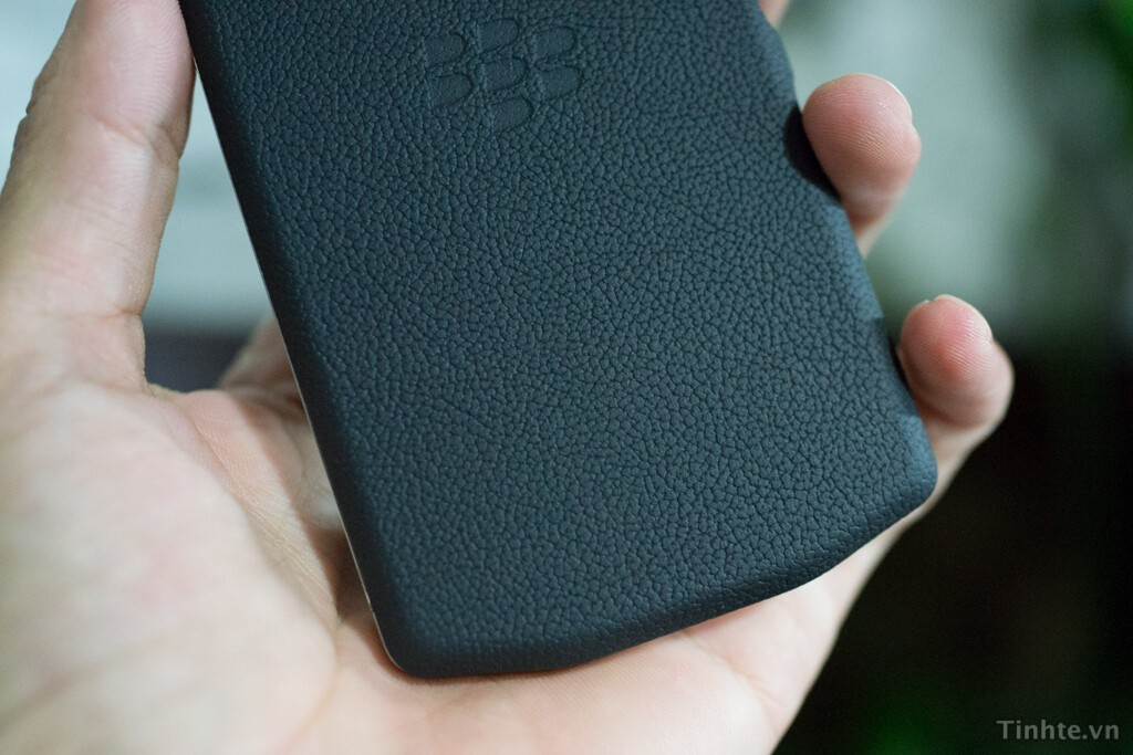 BlackBerry P'9982 makes a run through FCC with AT&T LTE bands