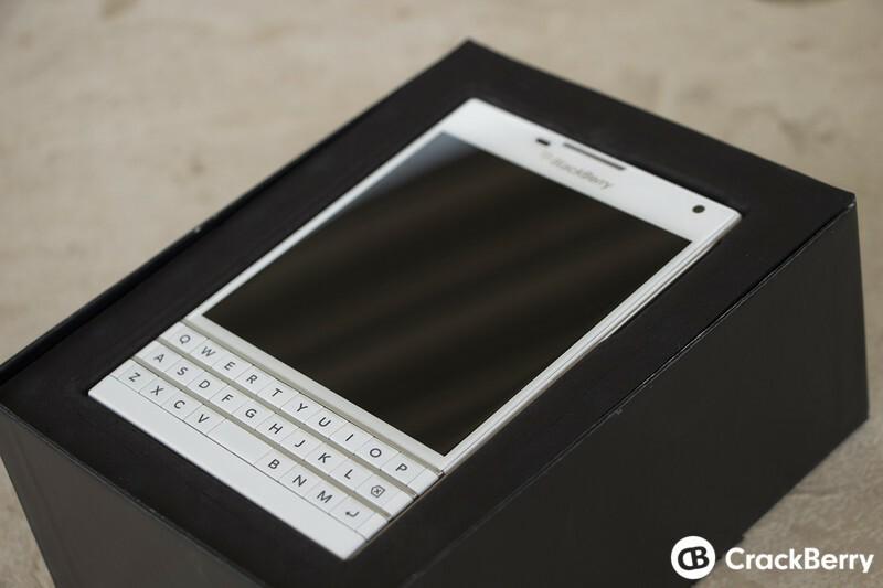blackberry passport white - photo #1