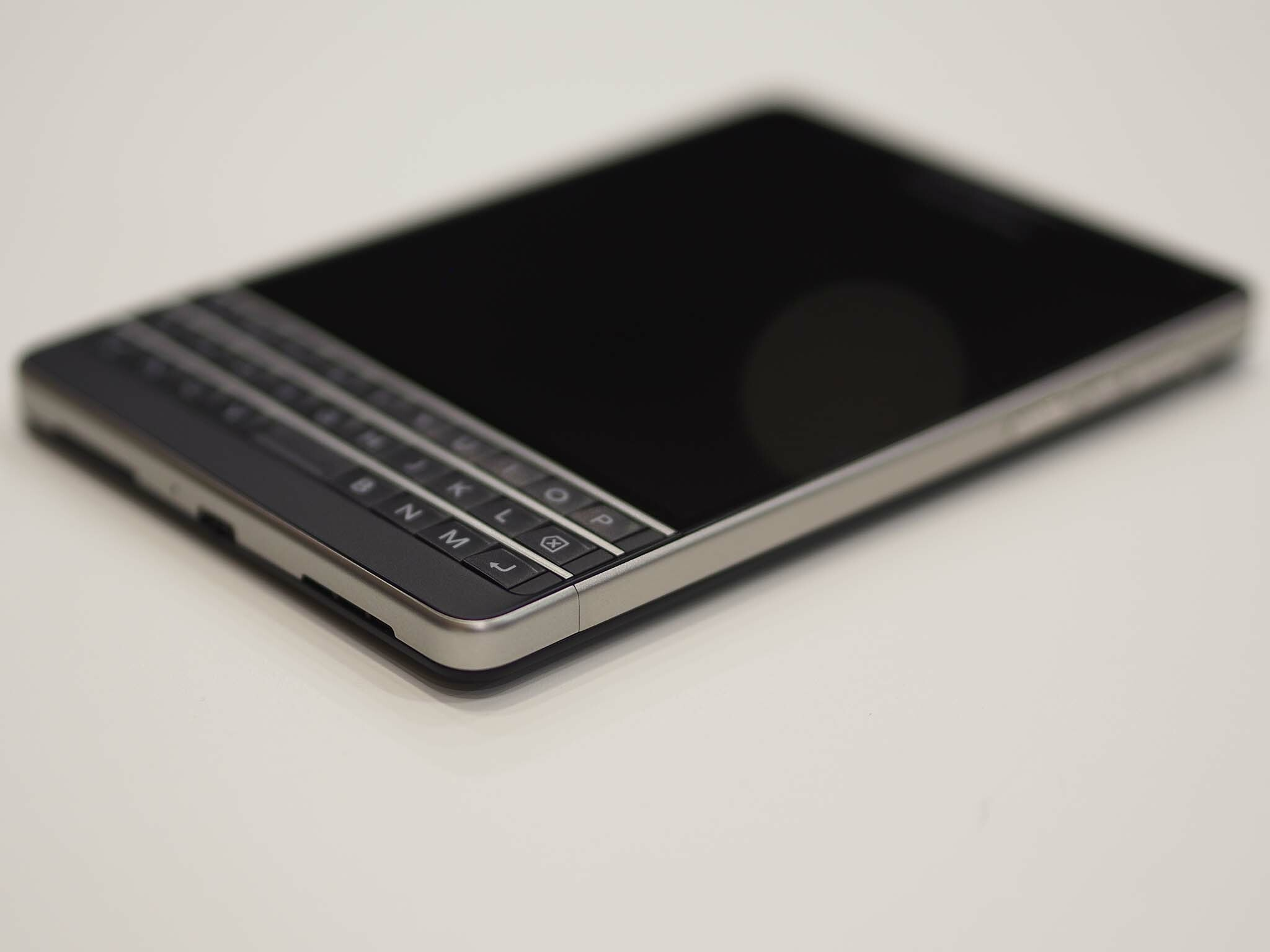 Hands-on with AT&T's redesigned BlackBerry Passport