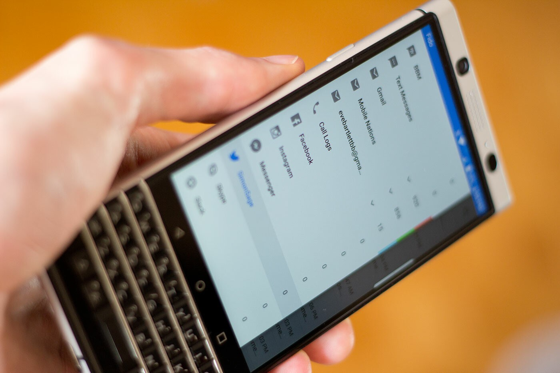 BlackBerry KEYone hub