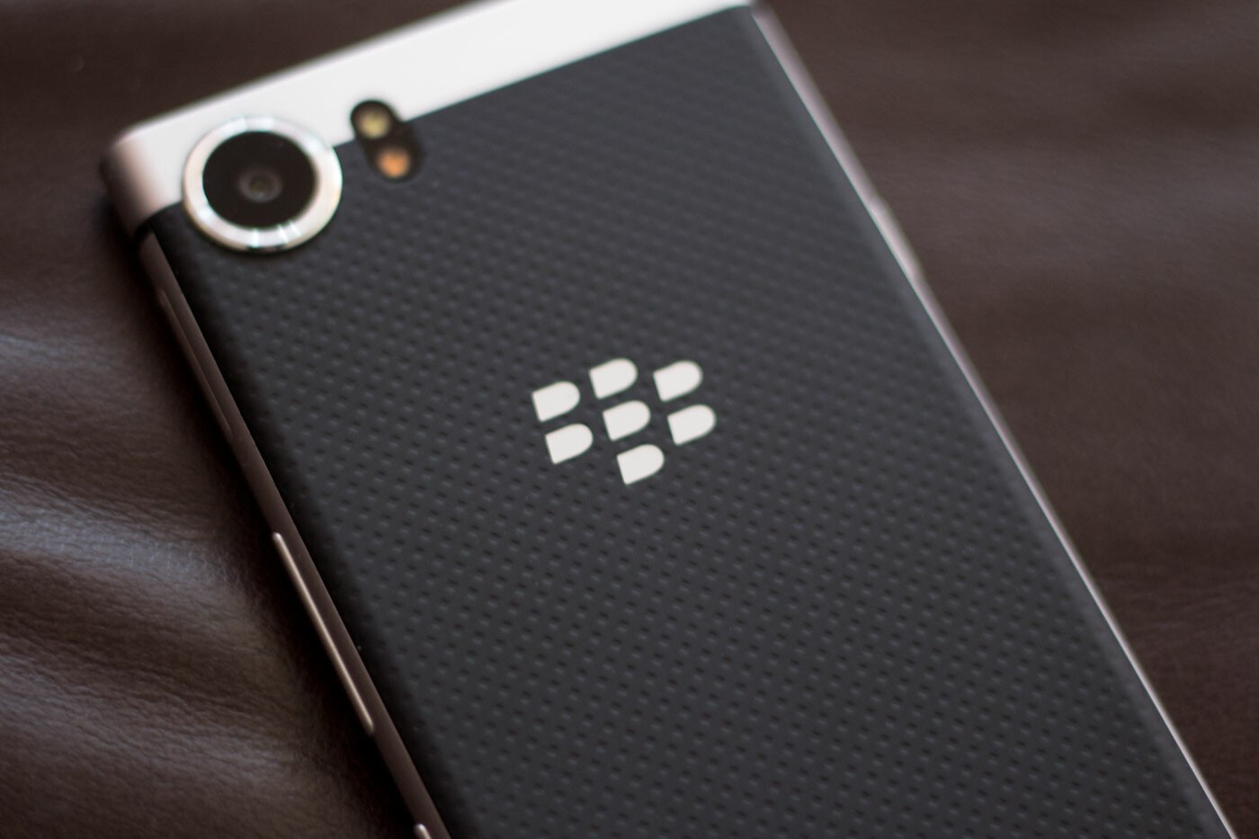 Turn the BlackBerry KEYone on or off