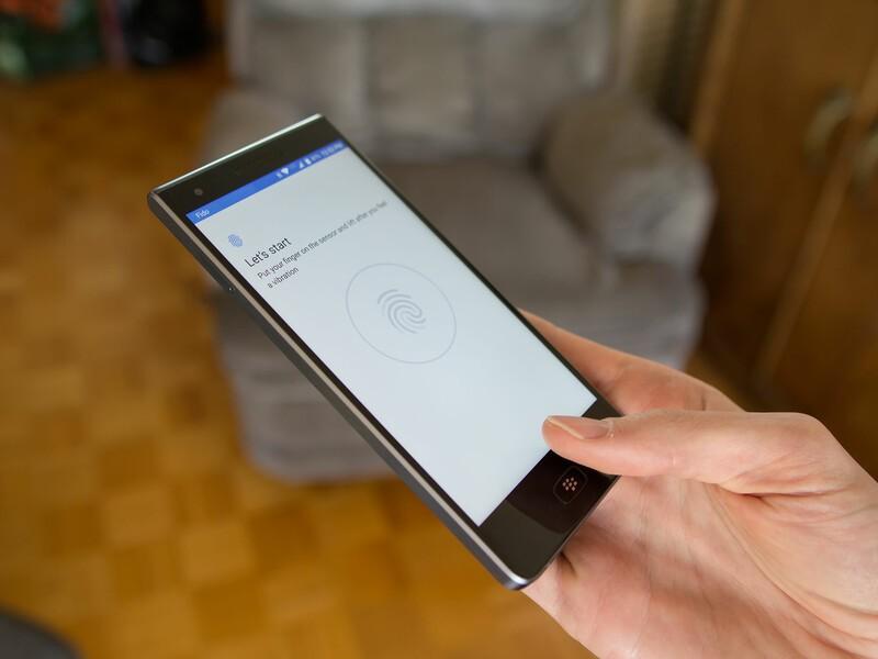 BlackBerry Motion fingerprint sensor