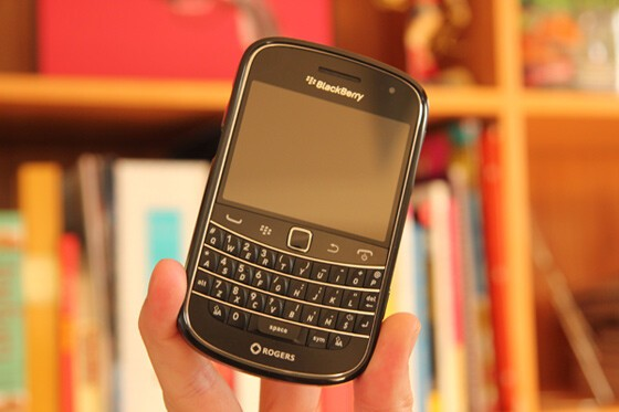 The Soft Shell Case for the BlackBerry Bold 9930 / 9900 Looks Great from all angles, including head on!
