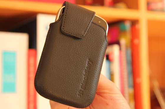 Nice leather, quality stitching and an angle-cut magnetic flap - stylish for a holster!