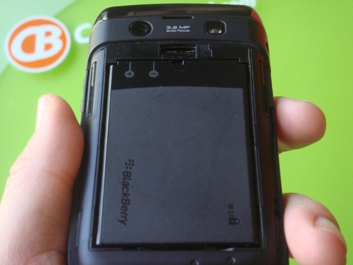 Features the same M-S1 1550mAh battery that's in the Bold