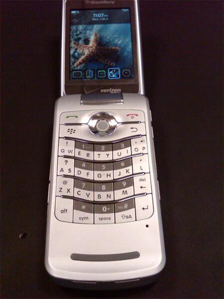 First Image: Verizon BlackBerry Pearl Flip 8230!