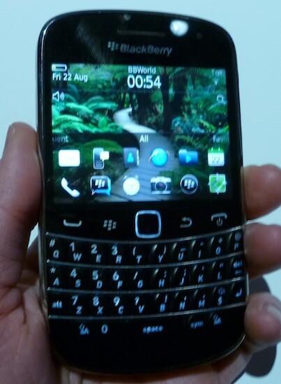BlackBerry Bold 9900 9930 Front