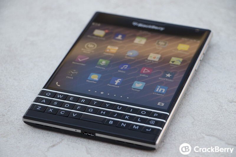 BlackBerry testing Passport screen flickering fix