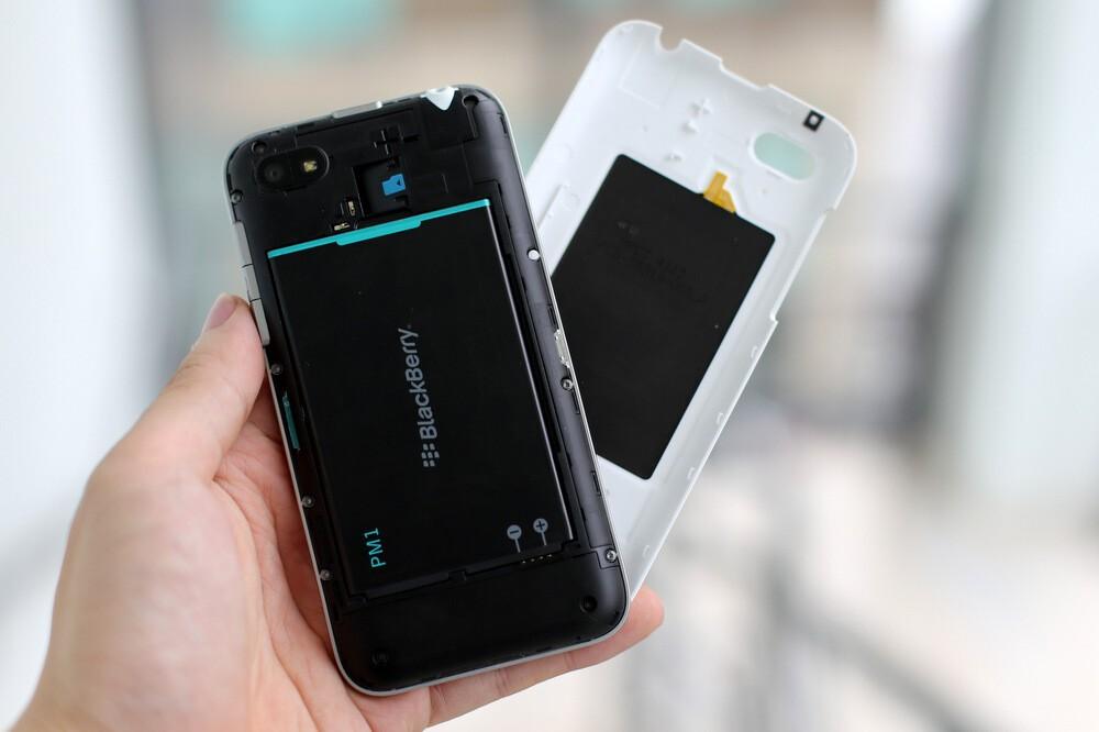 A BlackBerry 'c-Serie' Appears in Scene