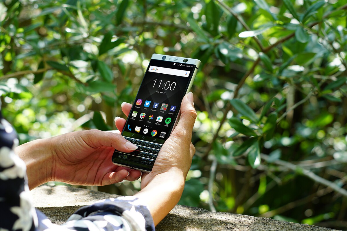 BlackBerry's keyboard phone sells May 31, comes to Sprint this summer
