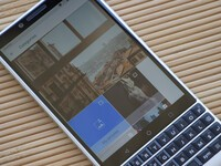 How to customize wallpaper shuffle on your BlackBerry KEY2 lock screen