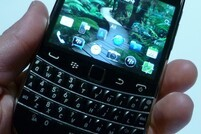 BlackBerry Bold 9900/9930 Photo Gallery