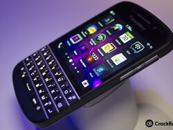 Etisalat opens pre-orders for the BlackBerry Q10 along with half off BlackBerry packages for 6 months