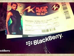 Alicia Keys rocks London and BlackBerry was there too