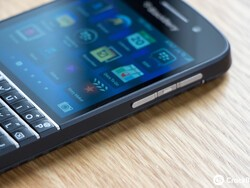 Time to announce the winner of the BlackBerry Q10 from @RogersBuzz and CrackBerry!