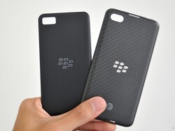 BlackBerry A10 battery door gets compared to Z10 and Q10
