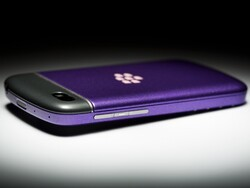 Win a FREE custom-painted BlackBerry Q10 or Z10 in CrackBerry's 'Share Your ColorWare and Win' contest!