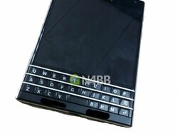 BlackBerry Windermere images and specs turn up