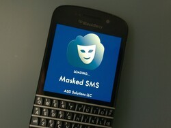 Prank your friends with Masked SMS for BlackBerry 10