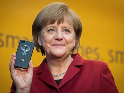 Germany wants more of its officials using encrypted BlackBerrys