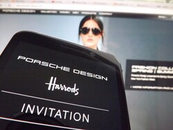 Harrods to sell the BlackBerry P'9981