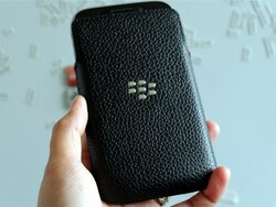 Hands-on with the OEM Leather pouch for BlackBerry Classic