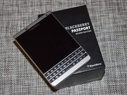 BlackBerry Passport Silver Edition review!