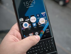 BlackBerry offers free accessories with Priv purchase