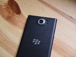 AT&T pushes Marshmallow to BlackBerry Priv