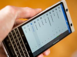 BlackBerry Hub adds integration for Signal, TextNow, QQ and more!