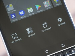 The latest BlackBerry Launcher includes BB10 and BB7 icon packs