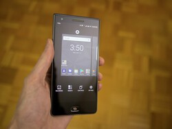 How to change your wallpaper on the BlackBerry Motion