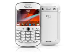 BlackBerry Bold 9900 now available in white from Phones 4 U and Vodafone UK