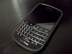 Review: Incipio duroSHOT DRX Semi-Rigid Soft Shell Case for the BlackBerry Bold 9930 and 9900