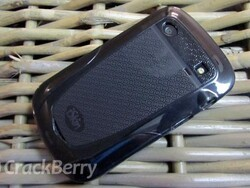 Clean yes, germs no - A review of the iSkin Vibes for the BlackBerry Bold 9900 / 9930